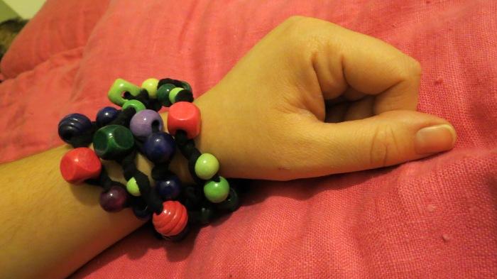 arricciati indossati come bracciali