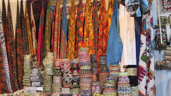 meravigliosi tessuti e oggetti dall'Asia